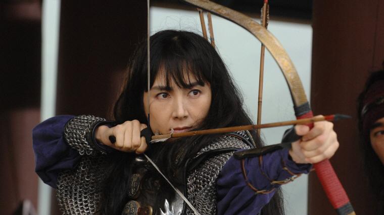 千秋太后(ちょんちゅてふ)は、受動的な女性ではなく女傑ヒロインとして描かれた。韓国時代劇ブームの火付け役「海神」で異彩を放っていたチェ・シラ(ジャミ婦人)が今度は主演女優となって帰ってきた。