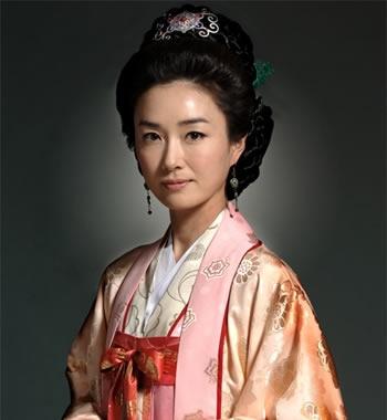 韓国時代劇の金字塔「朱蒙」(2006年)に登場する「柳花」(ユファ)(演:オ・ヨンス)