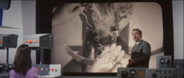 本作品に挿入される「ゾウの鼻を切開して寄生虫の塊を取り出す記録フィルム」は、伝説レベルのトラウマシーンとして名高い。ゾウの鼻を切開して寄生虫の塊を取り出すこのシーンは特撮史上屈指のグロシーン。ブタの回虫を使って撮影したという。