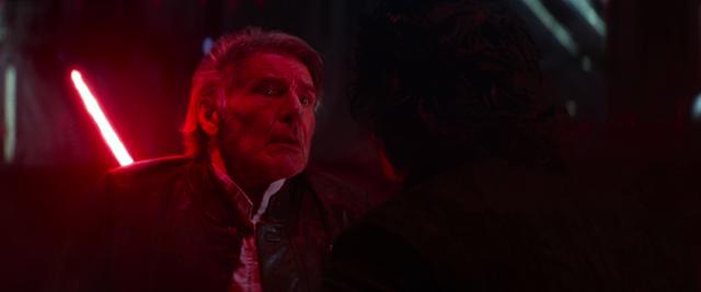 『フォースの覚醒』では、カイロ・レンによる父親のハン・ソロ殺しが描かれた。