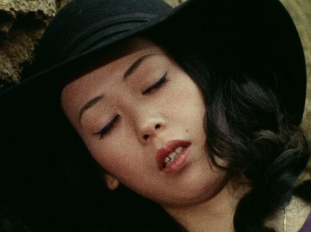 水城涼子は第8話において怪人アトラスの攻撃から子供を庇ったことで正体が露見、GOD総司令によって体内の自爆装置のスイッチを入れられて命を落とす。