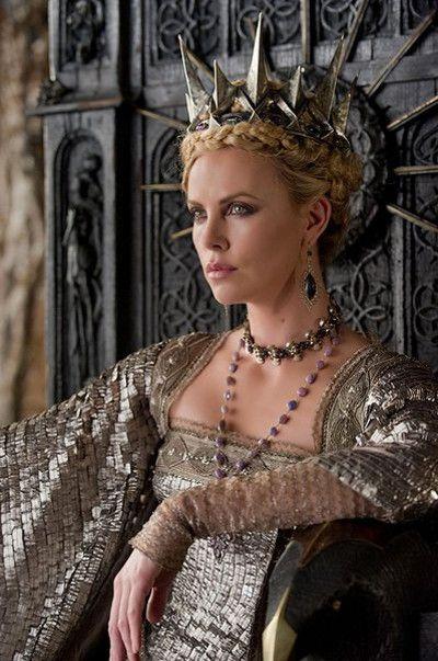 グリム童話『白雪姫』を原作とした、ダークファンタジー映画『スノーホワイト』の邪悪な女王ラヴェンナ