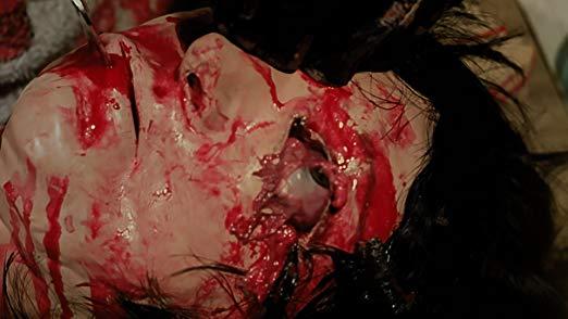 『ゴア・ゴア・ガールズ』(THE GORE GORE GIRLS)は、ハーシェル・ゴードン・ルイスの監督引退作。ルイス史上でも最大のスプラッター大会が繰り広げられる。ストリッパー連続殺人事件が起こり、美女がむごたらしい方法 で殺害されていく。日本では長年観る機会のなかった幻の作品である。
