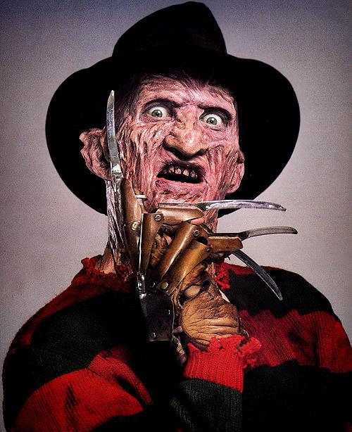殺人鬼フレディ(エルム街の悪夢)は、夢の中に住む殺人鬼なので、その殺し方はリアルというよりも、ぶっ飛んだ奇想天外なものばかりである。そこが面白さの広がりになった。