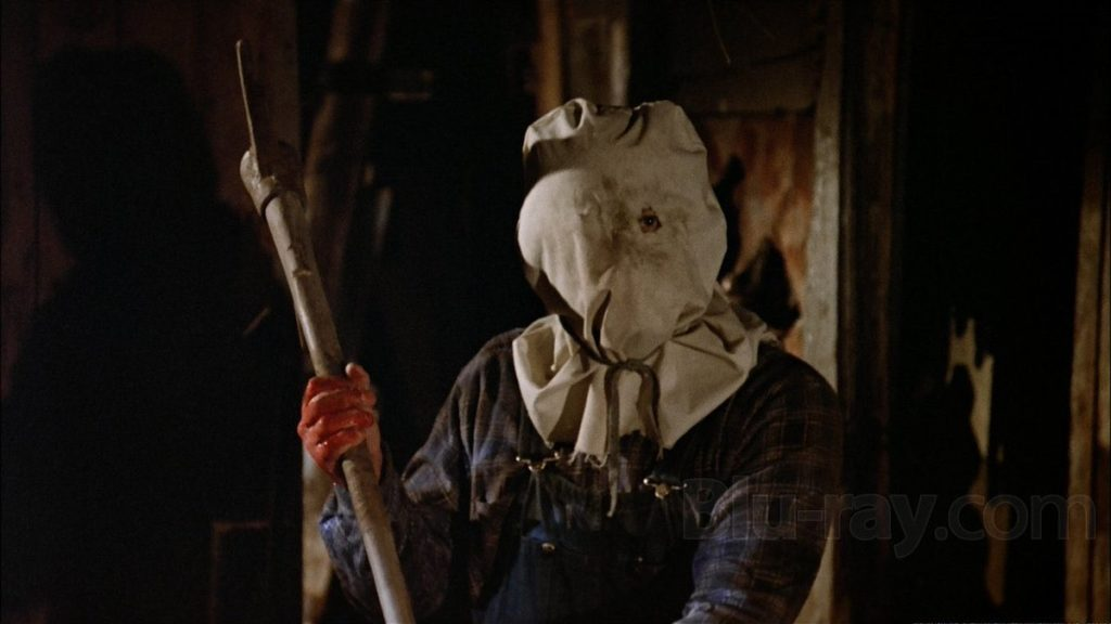 『13日の金曜日 PART2』に登場するジェイソン・ボーヒーズ。片目を覗かせる穴を開けた白い麻布袋のマスクを被って顔を隠している。