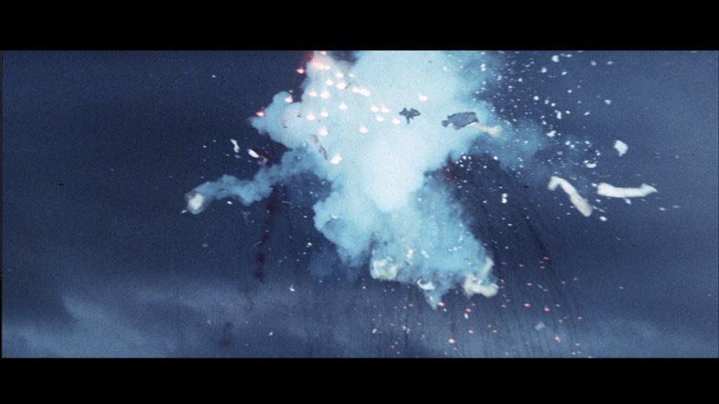 江戸川乱歩全集 恐怖奇形人間(1969年)のラストシーン。人間花火シーン。花火となって空中に四散した。