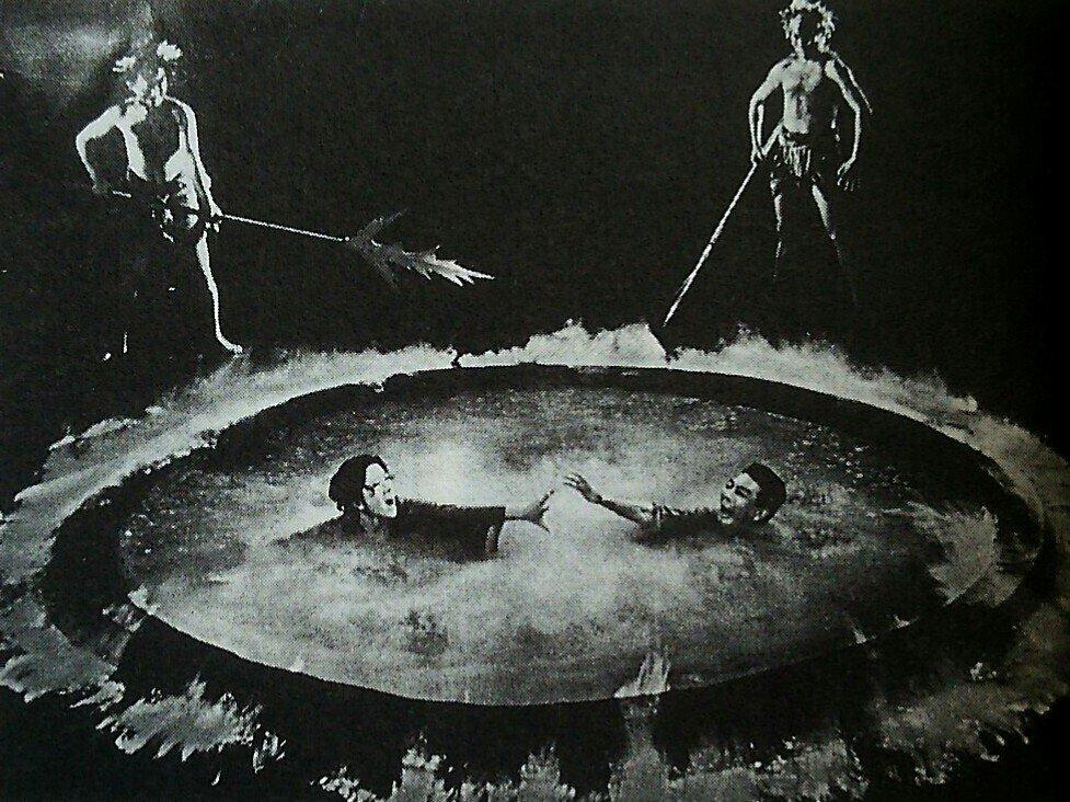 苦しみに悶える罪人たち。時間という概念のない地獄では、苦しい責め・拷問が永遠に続く。