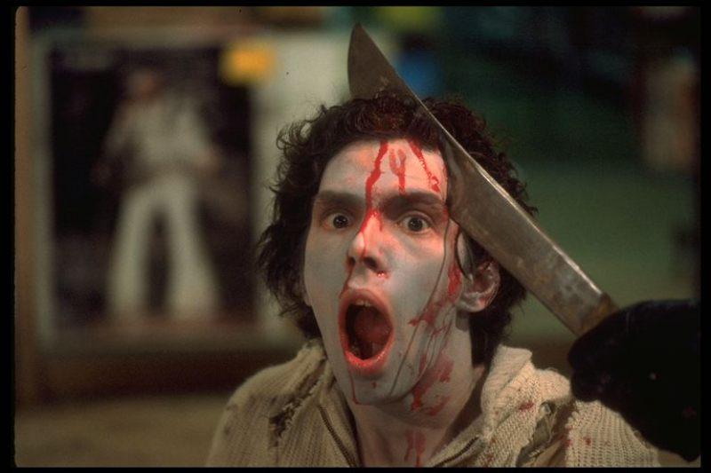 大人気になったナタで頭を割られるゾンビ役のレナード・ライズは、アメリカで開催されているホラー映画コンベンションの常連。