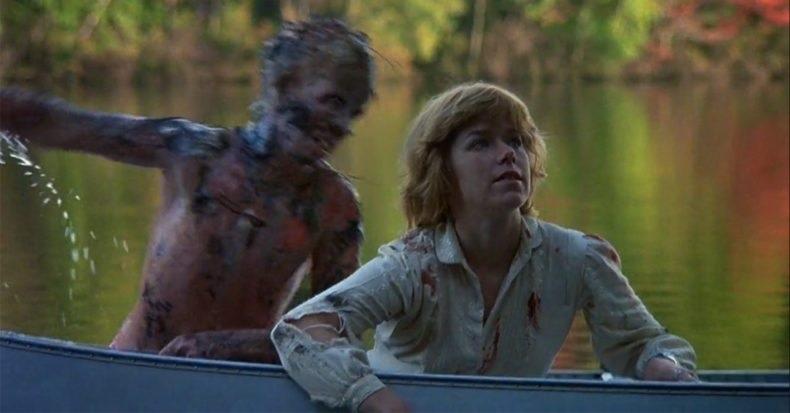 第1作目『13日の金曜日』のラストシーンにて、主人公のアリスに襲い掛かるジェイソンの素顔(このシーンは主人公のアリスが見た一種の幻覚という扱い)
