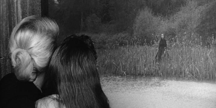 『回転』に登場する有名な幽霊シーン「湖の向こう岸にただ立っているだけの幽霊」