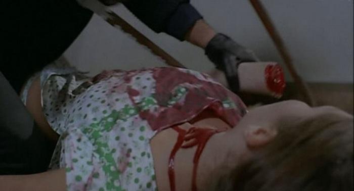 セルジオ・マルティーノ監督による猟奇連続殺人鬼物のジャーロ映画の傑作。覆面姿の連続殺人鬼による凶行。糸鋸で腕を切り取られる壮絶な残酷シーン(バラバラ死体)。糸ノコで手足を切り、原題の如くトルソ状態になっていく。