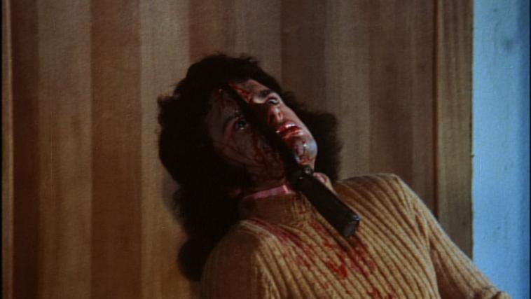 スラッシャー映画では、殺害方法として「若者の顔面に鉈を打ち込む」という伝統(お約束)が生まれた。
