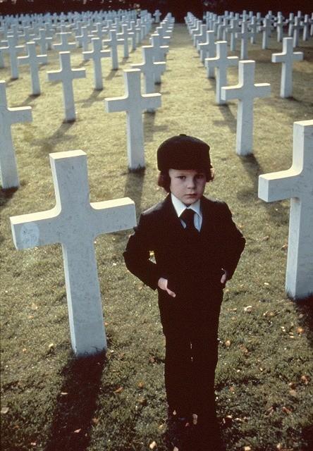 頭に「666」のアザを持つ悪魔の子「ダミアン」(オーメン)1976年