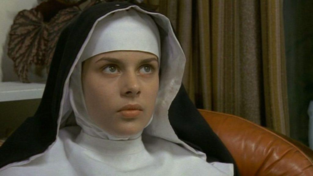 清純な少女を悪魔に捧げようとする邪教の神父と、その少女を救い出そうとするオカルト研究家の息詰まる対決。主演のナスターシャ・キンスキーが初々しいヌードを披露していることで有名な作品。