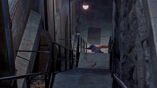 メリンは持病の心臓病が悪化して息を引き取る。カラス神父は格闘の末、悪霊をわが身に乗り移らせると窓から身を投げ、階段を転げ落ちて絶命する。想像を絶する壮絶な衝撃的な結末に。