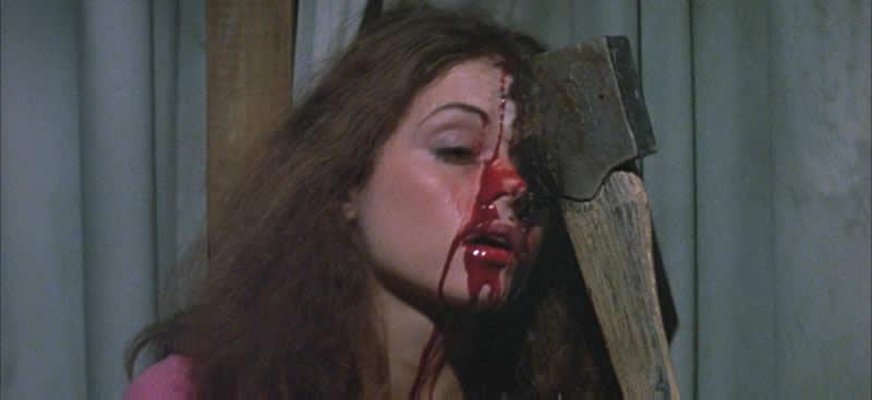 マーシー・カニンガム(ジャニーヌ・テイラー)は、ジャックとの性交後、トイレで忍び込んだパメラによって顔面に斧を叩き込まれ死亡した。