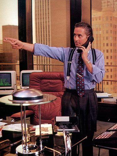 ウォール街の頂点に君臨していた大物投資家ゴードン・ゲッコー(ウォール街)。最後はインサイダー取引で逮捕される。