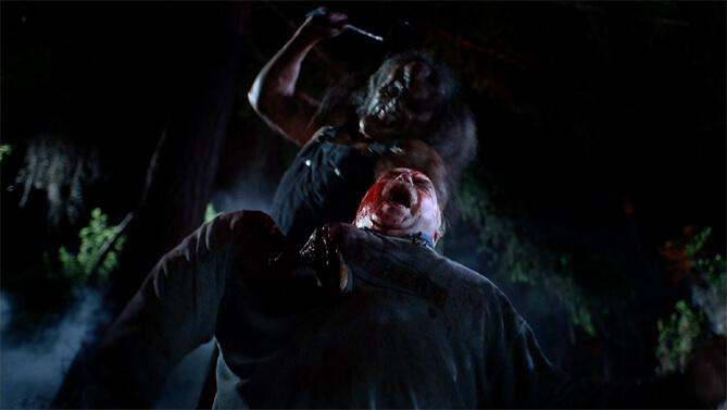 ナタを手に人々を襲う異形の殺人鬼の恐怖を描いたスラッシャーホラー。殺人鬼のヴィクター・クロウリーは、手斧を持った醜い容姿の大男。