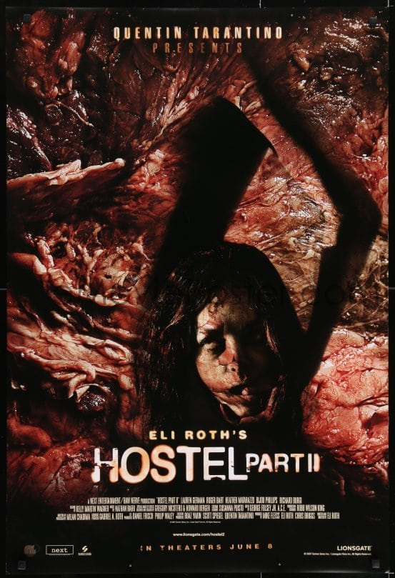 グロテスクな生肉を背景として全裸の女性が恐ろしい形相の生首を抱えている「ホステル2」の残虐性の高い(刺激が強すぎる)ポスターが猛烈に批判を受けた。