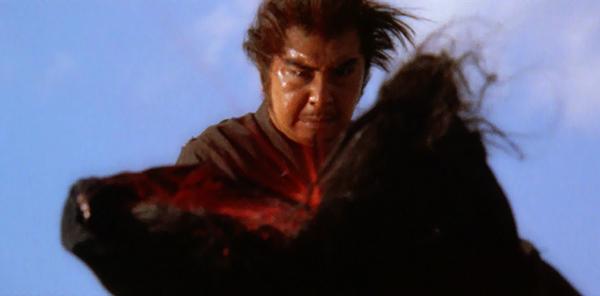 若山富三郎主演で映画化した時代劇シリーズ「子連れ狼」は、スプラッター映画の元祖的な存在として知られている。中でも「子連れ狼 三途の川の乳母車」は、ファンの間で最高傑作の誉れ高い。
