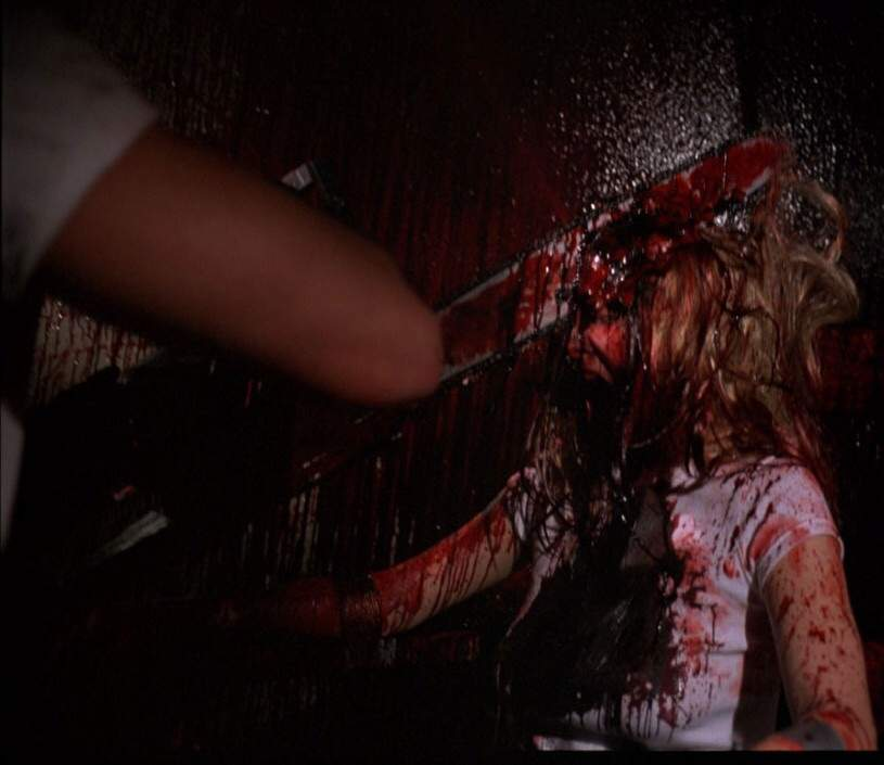 顔面チェーン・ソーは最大の見せ場だが、あまりの残虐描写にホラー関係者が騒然となった。
