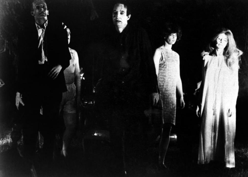 """『ナイト・オブ・ザ・リビングデッド』はドキュメンタリータッチの手法で、9か月を費やしてモノクロ16mmフィルムで撮影された。本作では人外の者のことをリビング・デッド(""""Living Dead"""", 生ける屍)またはグール(""""Ghoul"""", 食屍鬼)と呼称しており、ゾンビという呼称は次作『ゾンビ』からの登場である。"""