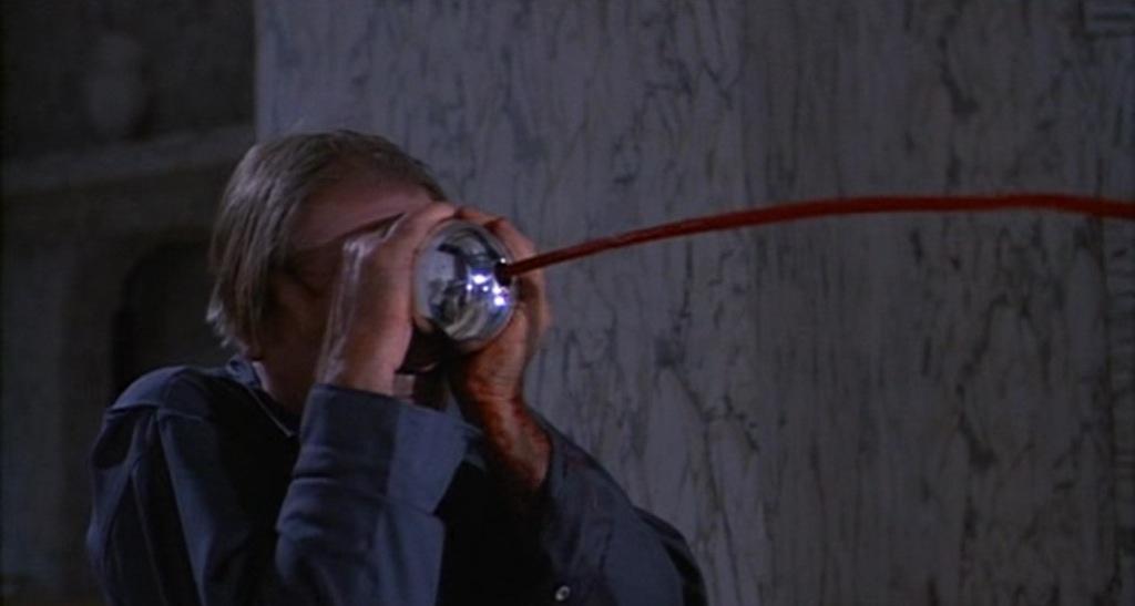 神出鬼没なトールマンと空飛ぶ殺人銀球「シルバー・スフィア」のパワーアップした恐怖が続編においても見どころとなっている。