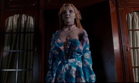 ラストシーン間近で、殺人鬼が、死体のパーツを繋ぎ合わせて作ったリアル美女パズル(合体死体)が登場する。