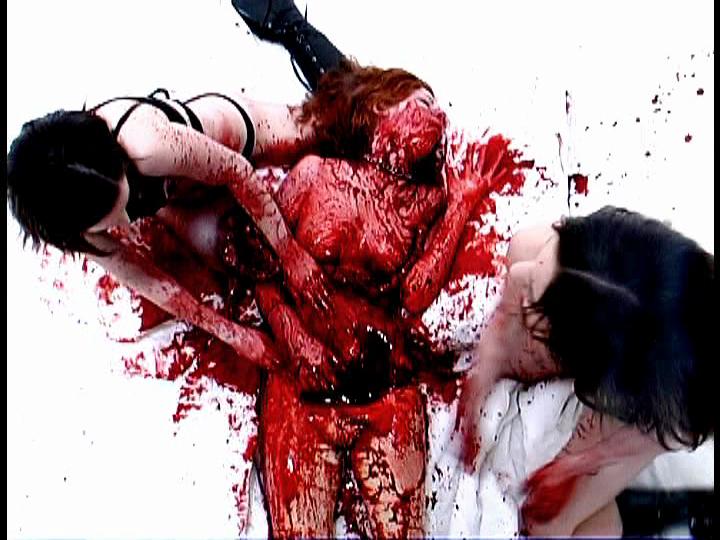 ReGOREgitated Sacrifice(原題)のおぞましいグロ描写。相当ヤバいグロ系映画であり、日本では映画放映もレンタルもできないレベルかもしれない。