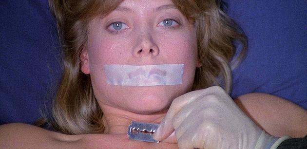 警部と仲のよい愛人(娼婦)キティ役のダニエラ・ドリアがカミソリの刃で切り刻まれていくシーンは、最大の見せ場になっている。