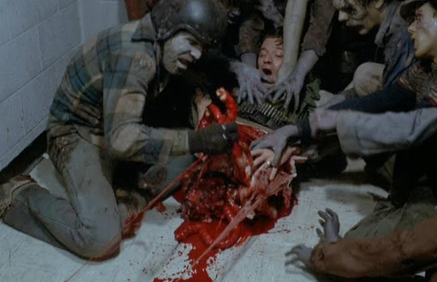 悪役のヘンリー・ローズ大尉は、ゾンビ達に捕縛され生きたまま貪られる。体を真っ二つに引き裂かれ、内臓丸出しになる名スプラッターシーンは語り草になっている。
