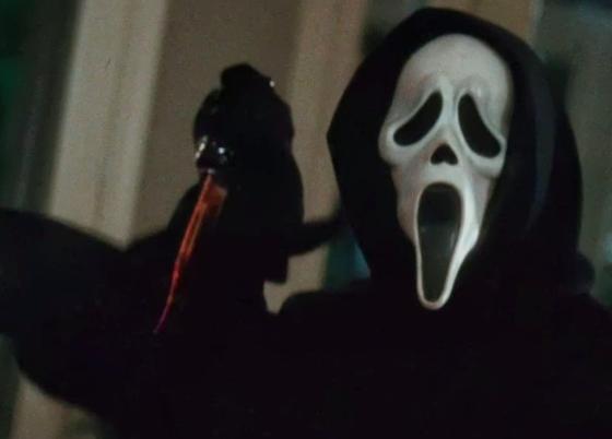 『スクリーム』(Scream)に登場する死神の仮面をかぶった謎の殺人鬼「ゴーストフェイス」 その正体は作品ごとに違う。