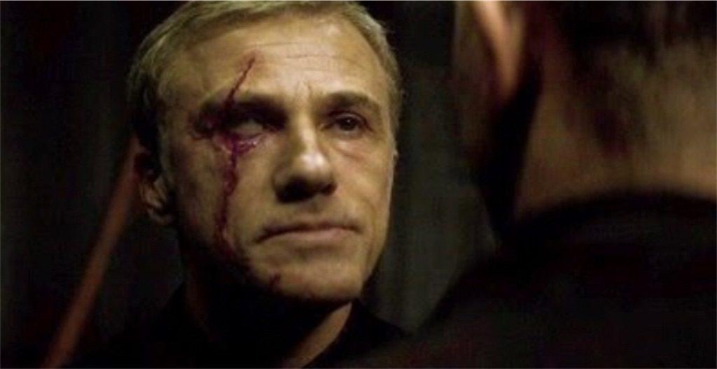 『007 スペクター』(2015年)に登場するブロフェルド=オーベルハウザーは顔の右側に傷を負う。