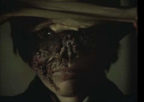 松子「スケキヨさん、(素顔を)見せておやりなさい!」 不気味な素顔は、一生忘れられないトラウマを植え付けた。