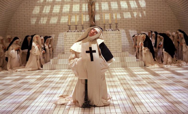 イギリスの文豪オルダス・ハクスレーの「ルーダンの悪魔」をケン・ラッセル監督が独特の幻想的世界観で映像化したオカルト作品。