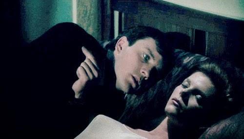 『コレクター』(1965年)の主人公「フレデリック・クレッグ」は、クロロホルムを使ってミランダ・グレイを誘拐し、地下室に閉じ込めた。