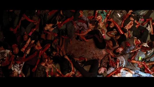 いきなり大量殺戮罠が作動します。冒頭のパーティー会場の惨殺後。あっという間に皆殺し。