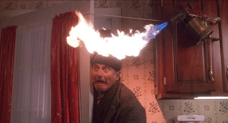 ドアを開けた際に放たれるバーナーの炎