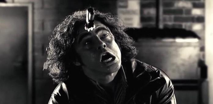 ジャッキーボーイは、娼婦街を警備する殺人兵器ミホによって手下もろとも殺害されてしまう。