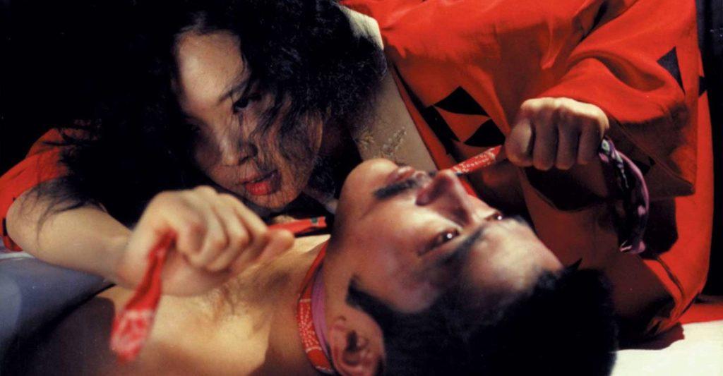 映画では主に藤竜也(吉蔵役)と松田暎子(定役)の性的シーンはすべて無修正であり、二人の陰部が無修正で写されているシーンもあるため、日本国内では大幅な修正が施されて上映されたが2000年に「完全ノーカット版」としてリバイバル上映された。