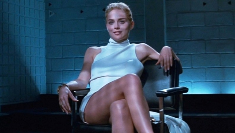 主演を務めたマイケル・ダグラスとシャロン・ストーンの駆け引きが展開されるエロティック・サスペンス映画。シャロン・ストーンが取調室で足を組みかえるシーンは有名。