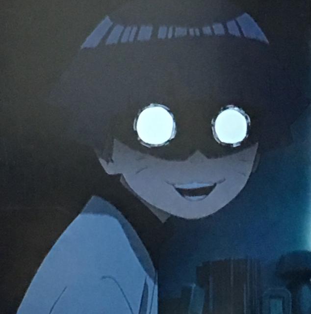 うずまきヒマワリの表情と部屋の暗さも相まって、恐怖感が引き立っている
