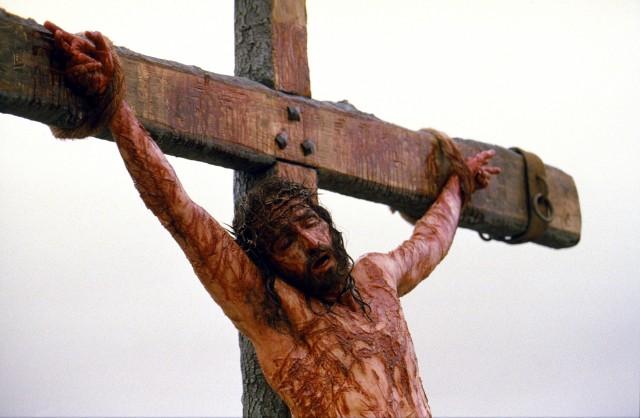 バチカンやユダヤ人社会などに波紋を与えた宗教映画『パッション』では、イエスに対して、あまりにも残酷な拷問シーンが続く。