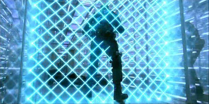 アンブレラ社特殊部隊隊長のジェームス・P・シェイド(One)は、優れた身体能力を活かしてレーザートラップを回避するも、あと一歩のところで網状のレーザーグリッドに細切れに焼き切られて死亡。