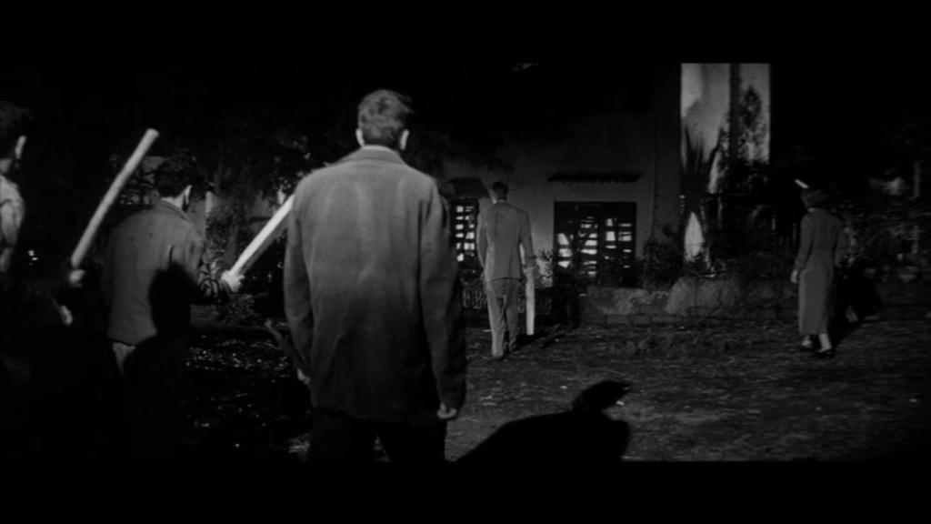 """人類の未来を賭けた""""生きる屍""""たちとの死闘。のちの「ナイト・オブ・ザ・リビングデッド」にも影響を与えたゾンビ映画の原点。"""