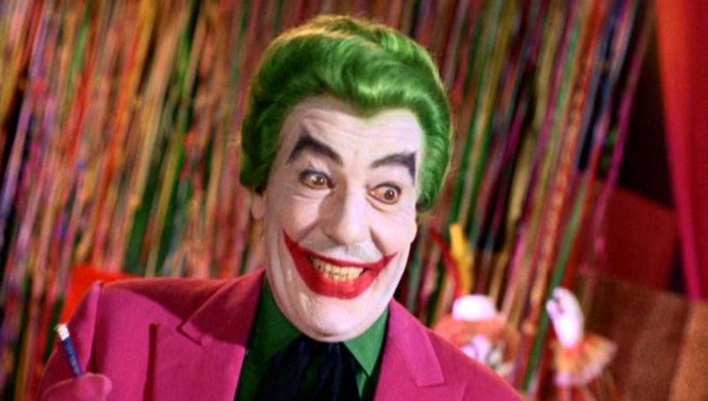 テレビドラマシリーズ「怪鳥人間バットマン」 (1966年–1968年)に登場するシーザー・ロメロが演じるジョーカー。