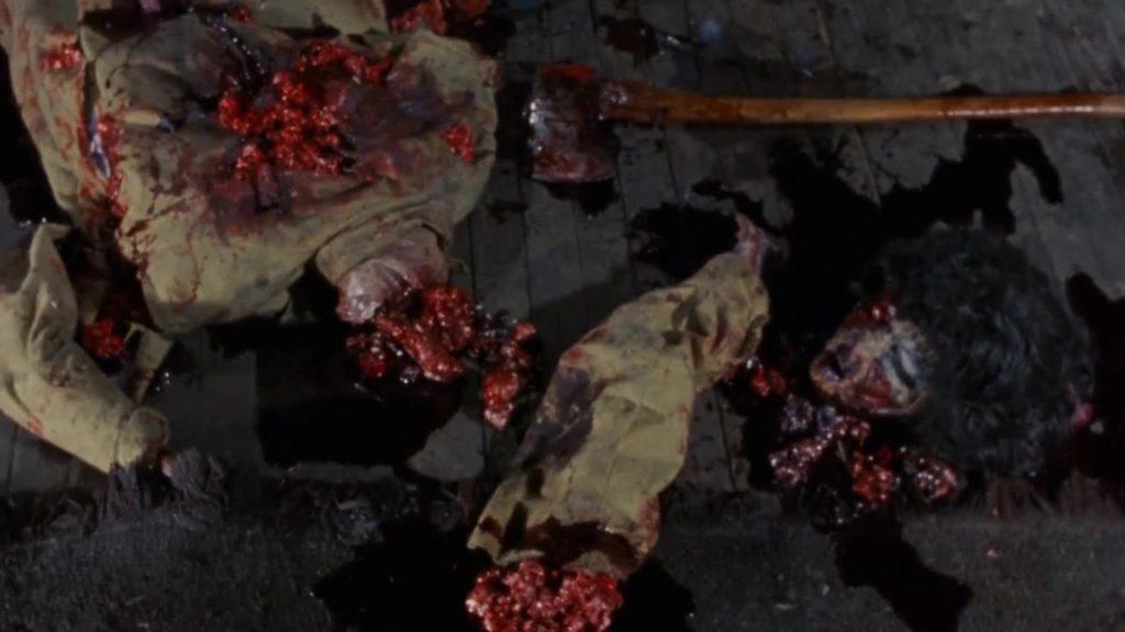 かってないほどの飛び散る肉片と大出血は、「スプラッター」というジャンルを確立させ、後続の映画に多大な影響を与えた。
