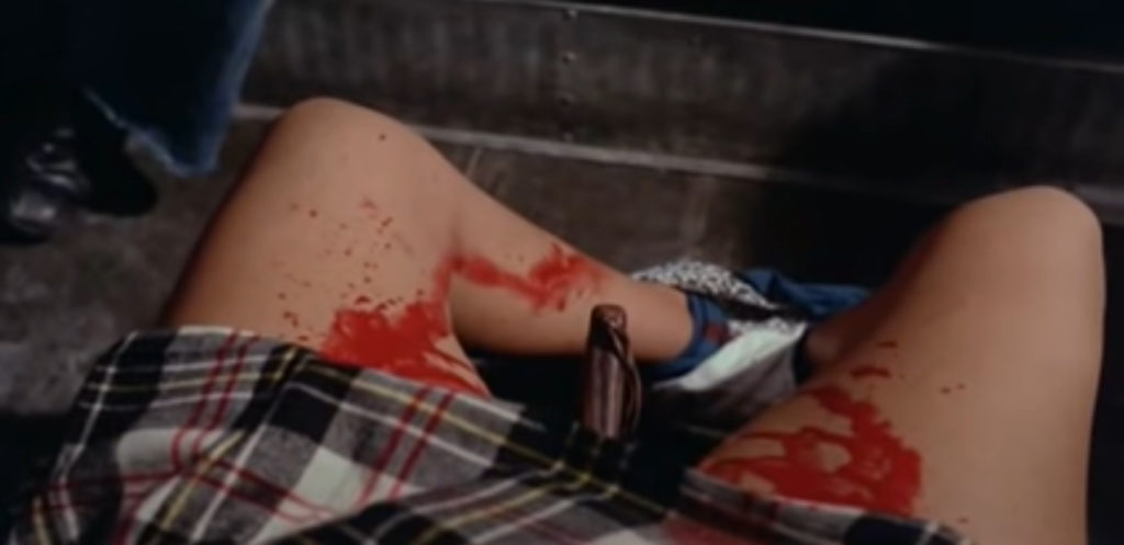 ナイフを女性器に突き刺されるという衝撃的な展開。