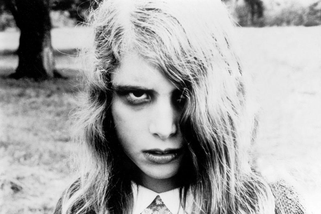 本作のアイコン的な存在として人気のゾンビガールである「カレン・クーパー」は、可憐な美少女であったが、ゾンビ化すると恐ろしい残酷性・攻撃性を見せつけた。
