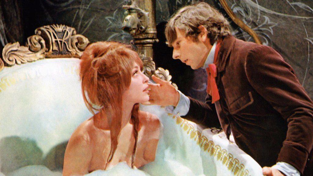 ロマン・ポランスキー監督は、『吸血鬼』に出演した女優シャロン・テートと1968年に結婚する(2度目の結婚)。しかし翌1969年8月9日、テートは友人らとロサンゼルスの自宅でパーティーの最中、チャールズ・マンソン率いるカルト教団に襲われ惨殺された。当時、テートはポランスキーの子を身ごもっており、妊娠8ヶ月だった。